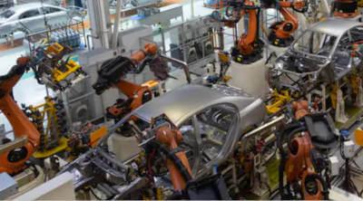 Consultanta fonduri europene HG 807/2014, o fabrica de productie masini - in imagine se vede banda de asamblare.