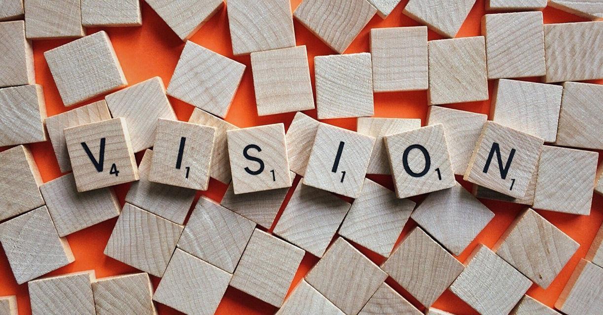Viziune Neotrust consultnata fonduri europene cuburi pe care scrie vision.